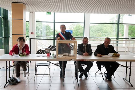 bureau de vote tours la solitude du président de bureau de vote sucy en