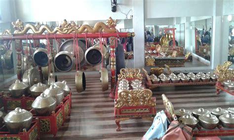 Angklung merupakan alat musik bambu yang berasal dari daerah sunda. Regulae: Musik Tradisional Talempong Berasal Dari Daerah