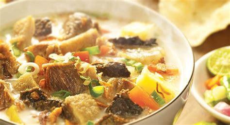 Selain ketupat sayur dan opor ayam, soto betawi dengan kuah kental yang sedap juga pas untuk sajian lebaran. Soto Betawi Tidak Harus Pakai Santan, Pakai Susu UHT Juga Bisa | MyMilk.com