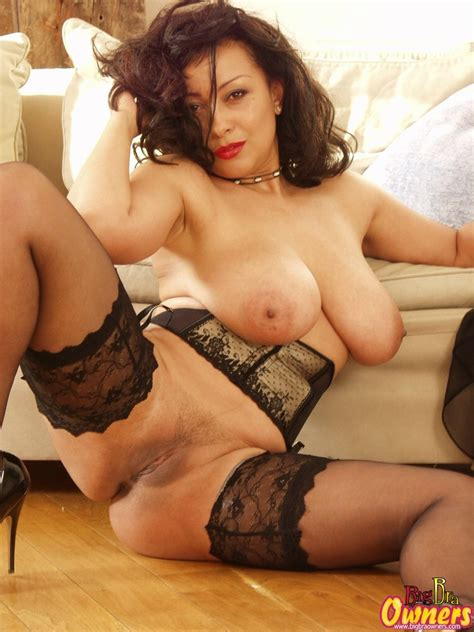 Danica British Milf With Perfect Breasts And Sexy Legs