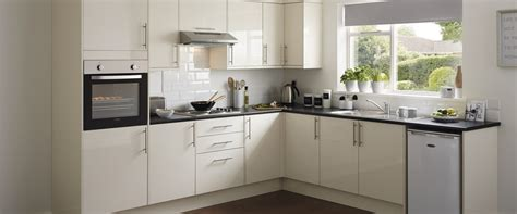 howdens cuisine contract kitchen range kitchen families howdens joinery