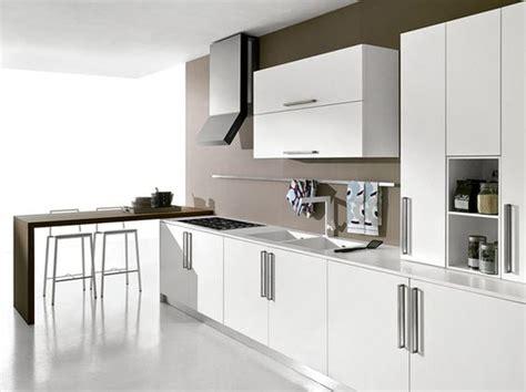 lavello filo top cucina moderna bianco opaco con penisola rovere moro