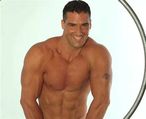 daily male muscle: A Perfect Smiling Muscle Hunk