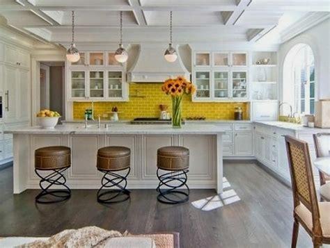 cuisine blanche et jaune choisir un carrelage mural de cuisine pour une ambiance