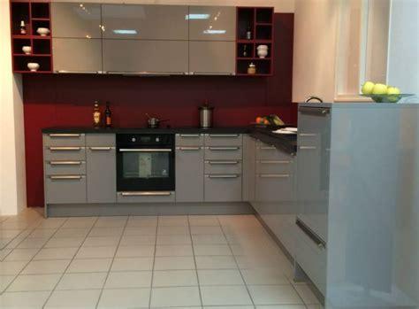 cuisine grise et bordeaux cuisine int 233 gr 233 e laque brillante cuisiniste bordeaux a3b cuisine maxima