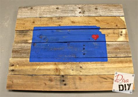 How To Make A Reclaimed Wood State Sign Diva Of Diy