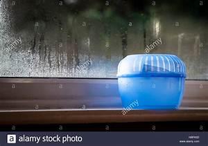 Feuchtigkeit Am Fenster : moisture stockfotos moisture bilder alamy ~ Watch28wear.com Haus und Dekorationen