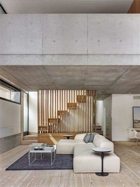 Moderne Häuser Wohnzimmer by Wohnzimmer Einrichten Sofa Dunkelblau Teppich Holztreppe