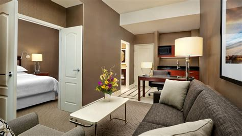 Livingroom Suites by Starwood Suites Sheraton Suites Calgary Eau