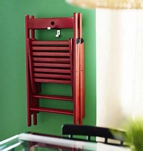 Nachttisch Hängend Ikea : terje klappstuhl in rot an einem haken an der wand h ngend ikea inspirationen pinterest ~ Markanthonyermac.com Haus und Dekorationen