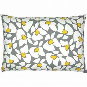 Kissenbezug 40 X 60 Cm : kissenh lle helen gelb wei blumenprint 40 x 60 cm ~ Markanthonyermac.com Haus und Dekorationen