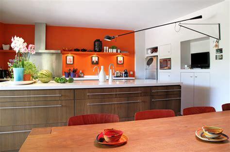 la chambre mandarine associer la peinture orange dans salon cuisine et chambre