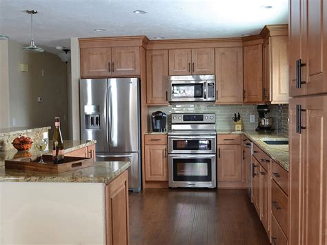 Images Of Kitchens With Maple Cabinets by Maple Cabinets Midwestern Kitchen Renovation