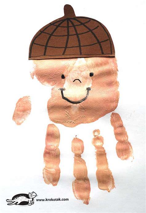 krokotak handprint acorns