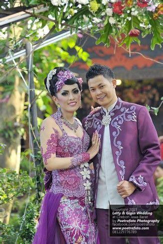 foto pengantin dg model baju kebaya pengantin pernikahan modern warna ungu foto pernikahan