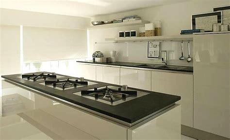 ardoise de cuisine cuisine plan de travail en lot de cuisine moderne fonc