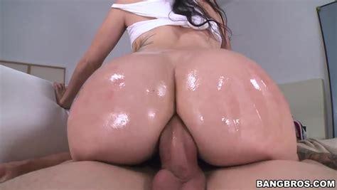 Dick jumping slut demonstrating her amazing anal skills on cam