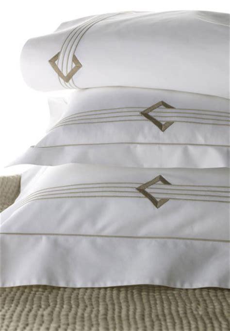 Léron  Duc  Bespoke Bed Linens