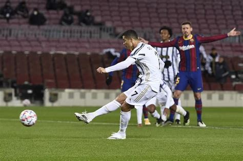 Ronaldo double helps Juve to 3-0 win over Barca | Sports ...