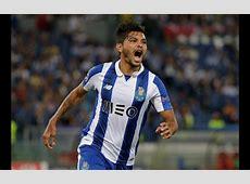 Jogador de Futebol Clube do Porto Jésus Corona agride adepto!