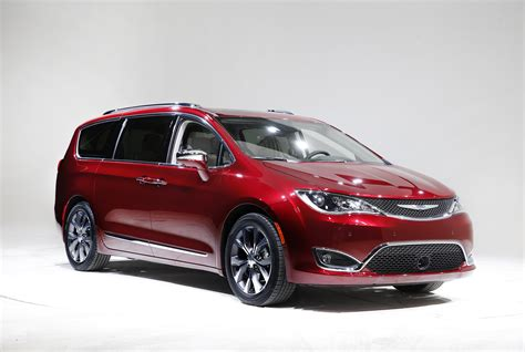 Chrysler Minivan Gets 84 Mpg Equivalent In