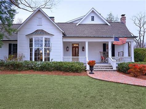 southern star trisha yearwood selling country house