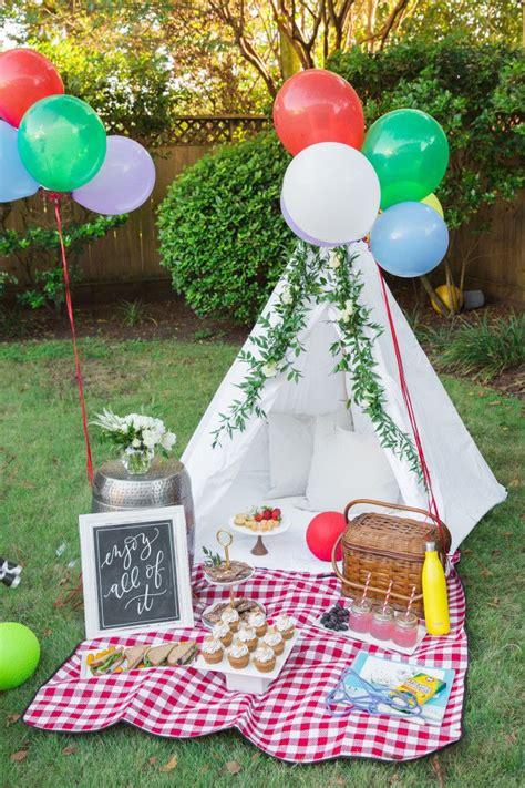 backyard picnic making    everyday moments