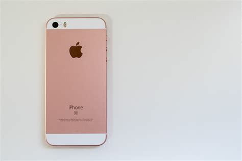 iphone 5 se apple iphone se review looks can be deceiving