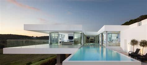 Luxurious And Contemporary Clifftop Villa In Algarve