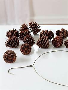 Basteln Mit Kleiderbügeln : weihnachtskranz mit tannenzapfen selber basteln so geht es ~ Frokenaadalensverden.com Haus und Dekorationen