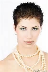 coupe pour cheveux tres fin modele de coupe de cheveux tres courte pour femme