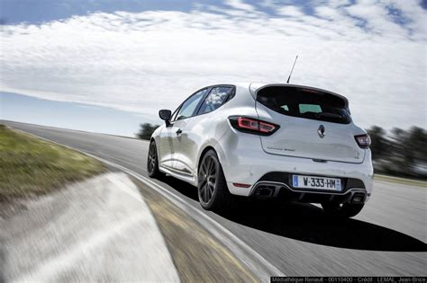 clio renault 2018 renault clio rs trophy pricing and specs photos 1