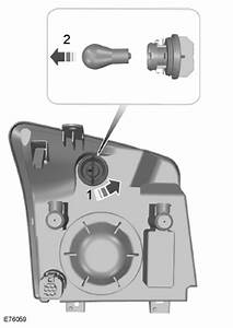 Changer Miroir Retroviseur : ford transit connect remplacement d 39 une ampoule eclairage manuel du conducteur ford transit ~ Gottalentnigeria.com Avis de Voitures