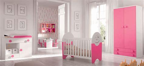 préparer la chambre de bébé comment préparer votre enfant à partager sa chambre de fille