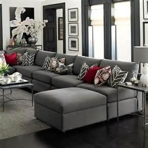 wohnzimmer in grau deko kissen wohnzimmer wohnzimmer grau braun elegantes wohnzimmer grau rote dekokissen deko