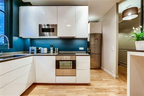 cuisine bleu canard m r c rencontre un archi cuisine blanche et bleue penser au bleu canard en d 233 coration pour
