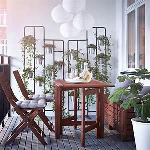 ein balkon mit applaro klapptisch klappstuhlen und With markise balkon mit tapete beige braun