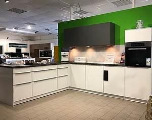 Küchen Mit Glasfront : musterk chen b rse musterk chen mit k cheninsel ~ Watch28wear.com Haus und Dekorationen