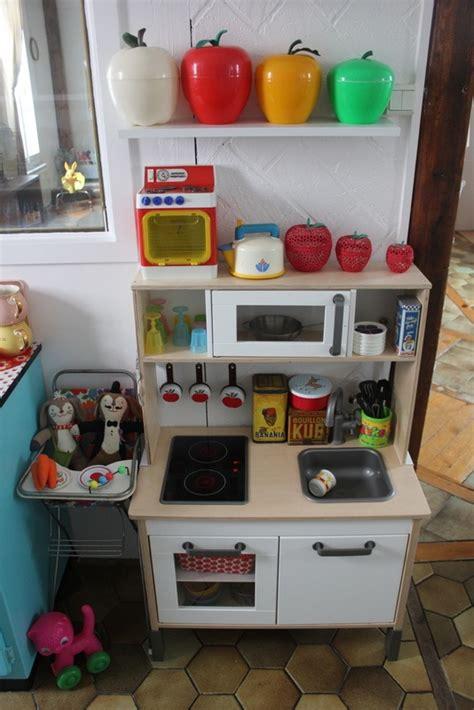 jouer de cuisine cuisine enfant ikea mais avec de jolis objets vintage