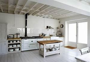 Küche Landhausstil Modern : r umliche k che kochinsel wei es interieur modern rustikal landhausstil k che pinterest ~ Frokenaadalensverden.com Haus und Dekorationen