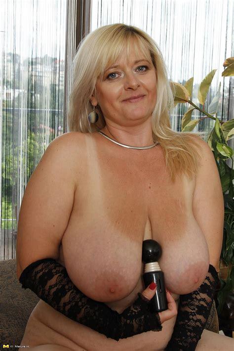 Blonde Milf Jessika Show Off Her Juicy Titties Milf Fox
