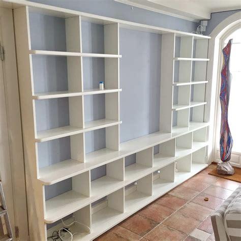 platsbyggd bokhylla simont hjerpe