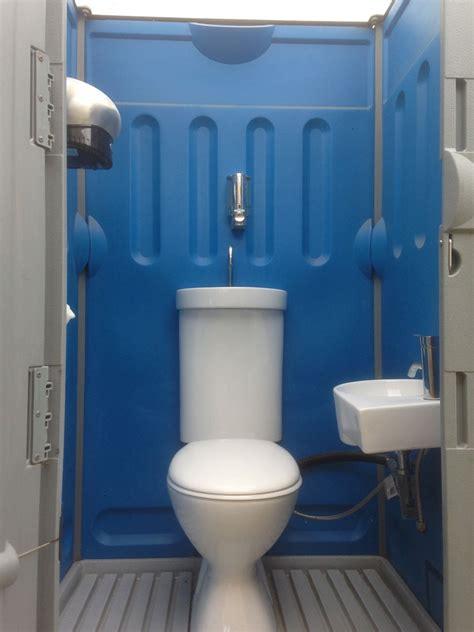 stand  showers toilets ensuites  suit