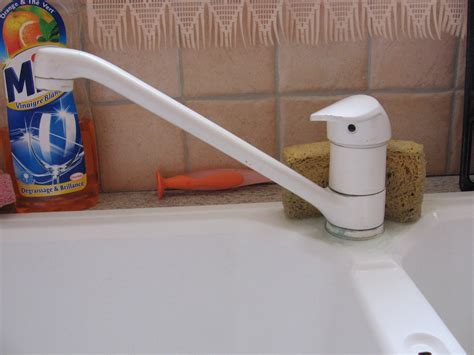 remplacer un robinet de cuisine mobilier table changer un mitigeur de cuisine