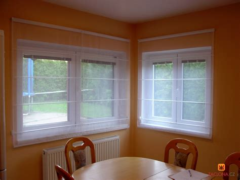 Fenster Mit Gardinen by Wei 223 E Gardinen Als Ausgleich Der Bunten Zimmergestaltung
