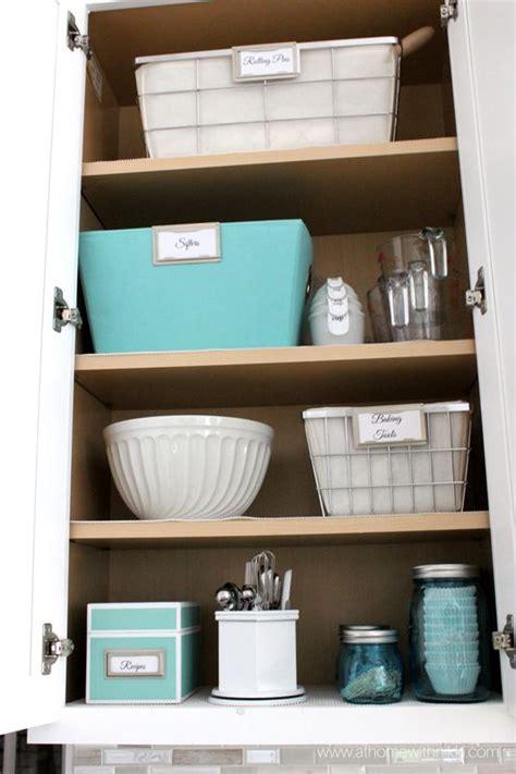 Kitchen Cabinet Organizer Companies by 1000 Ideas About Kitchen Cabinet Organizers On
