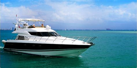Boat Salon Definition by Bateau