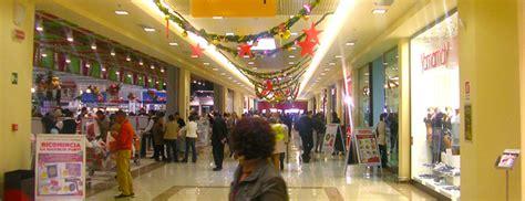 centro commerciale il giardino avola avola corre e urla il nome figlio nella galleria