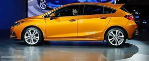Here's the 2017 Chevrolet Cruze Hatch in Full Color