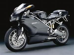La Plus Belle Moto Du Monde : la plus belle moto au monde la ducati all black finishing first ~ Medecine-chirurgie-esthetiques.com Avis de Voitures